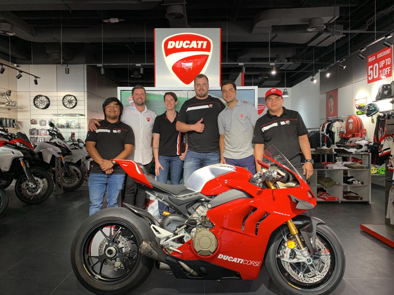 Ducati UAE unveils the new Panigale V4 R